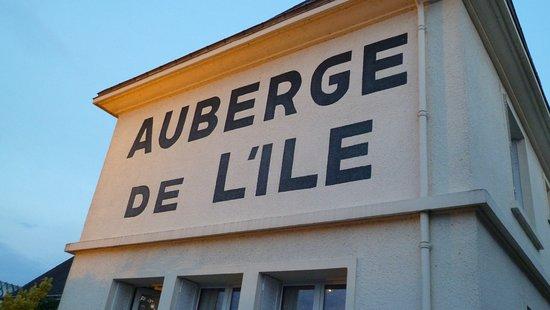 L'lle-Bouchard, Francia: und abends mit Beleuchtung