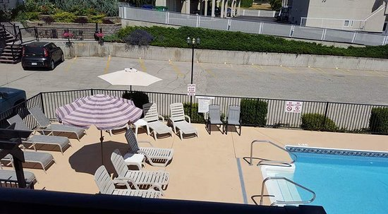 Lakeview Motel & Suites: Pool/deck area