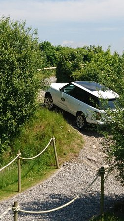 Land Rover Experience - Liverpool: Up the hill