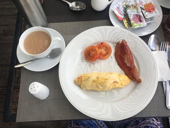 Aurum The River Place: Desayuno con omellet