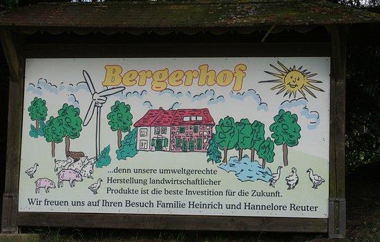 Bergerhof: Hinweisschild an der Straße