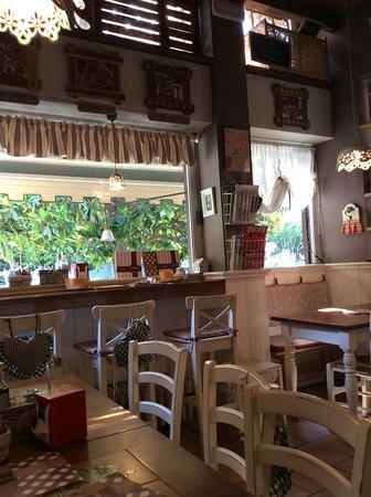 Mi Casa Toasteria - Turro: Dining Area