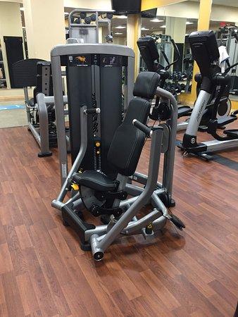 Hilton Orlando Bonnet Creek: Fitness center - chest press