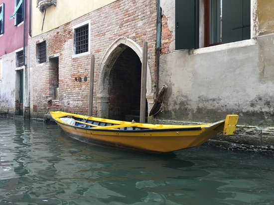 Canal Grande: Boat on Canal