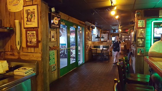 Flanigan's Seafood Bar and Grill: Entrance