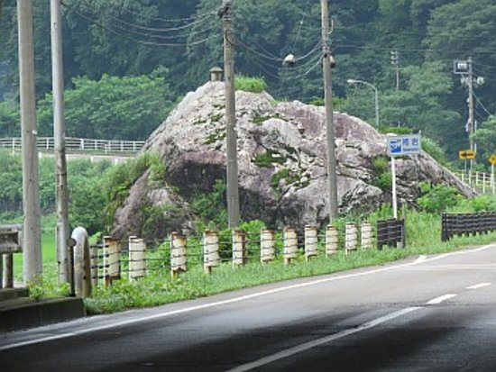 Hakama Rock: 巨大な岩塊