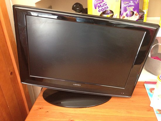 Valley, UK: CAE GLAS, Anglesey - broken tv stand
