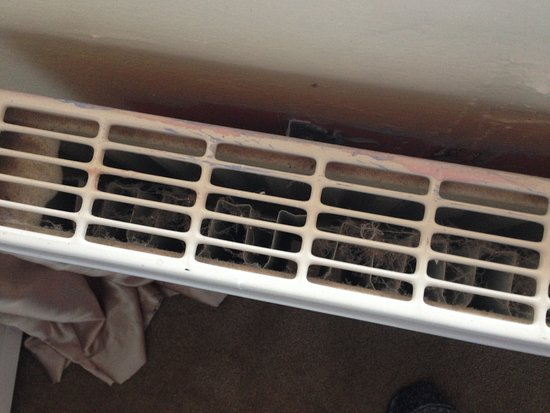 Valley, UK: CAE GLAS, Anglesey - filthy radiators