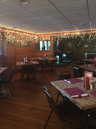 Delavan, WI: Snug Harbor pub