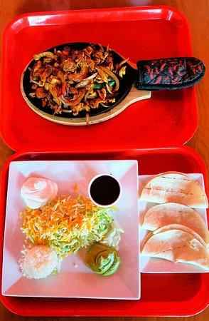 La Granja Hialeah Gardens: Chicken fajitas meal