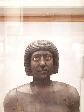 Museo de Antigüedades Egipcias: Wooden statue