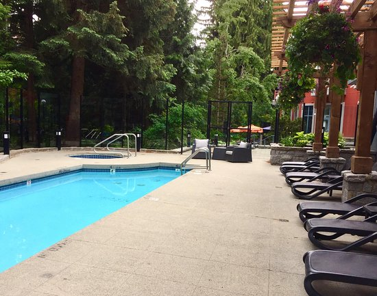 Alpenglow Lodge: Outdoor Pool Area