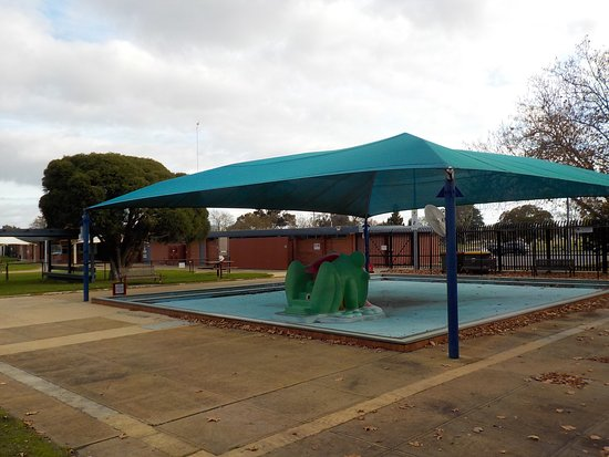 BBQ and picnic shelter at Pool - Picture of Koornang Park, Carnegie ...