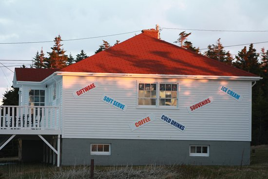 Lightkeeper's Fudgery & Gift Shop: Our cute little family owned and operated business