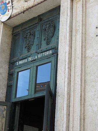 Santa Maria della Vittoria: Quite unimpressive from the Street, but look inside