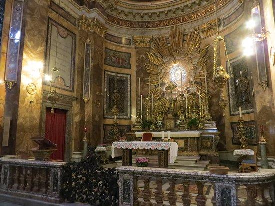Santa Maria della Vittoria: A pesar de los andamios pudimos apreciar la hermosa Capilla