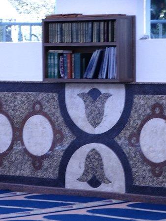 Mosque of Omar Ibn Al-Khattab: detalhe livros