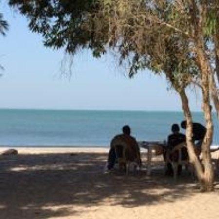 Palmarin, Senegal: petit déjeuner a la plage