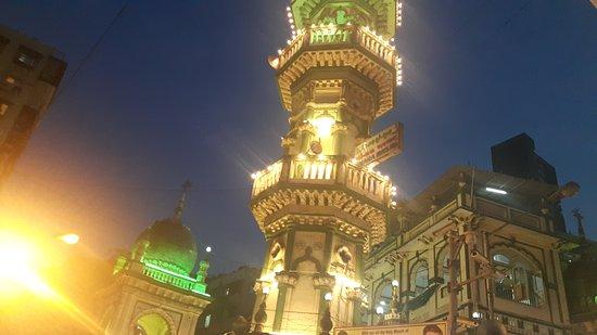Street Food During Ramzan: As the faithful breaks his daylong fást upon the muezzins azaan the minarets light up the ramzan
