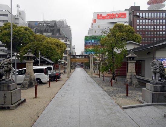 警固神社, 社殿前から眺めた天神の街並み