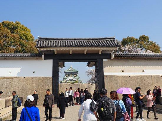 สวนปราสาทโอซาก้า: Entering Gate