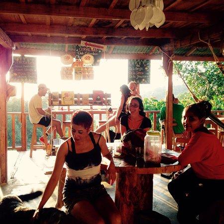 La Jugueria/Pizzarte: Pásala bien tómate un té  Jugo de piña 🍍para La Niña Jugo de mora 🍇para la señora  Cerveza🍻/p