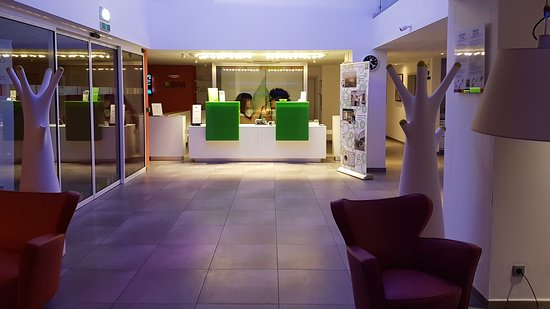 Ibis Styles Nivelles: Receptionen og loungeområdet (Reception and lounge area)