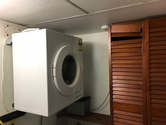 Marrakai Luxury All Suites Darwin : laundry cupboard damage