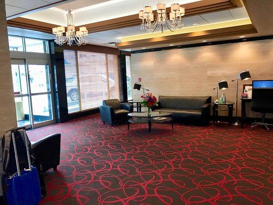 Trail, Kanada: Lobby and business centre desk