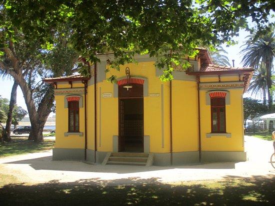 Jardim do Passeio Alegre : instalações sanitárias publicas.