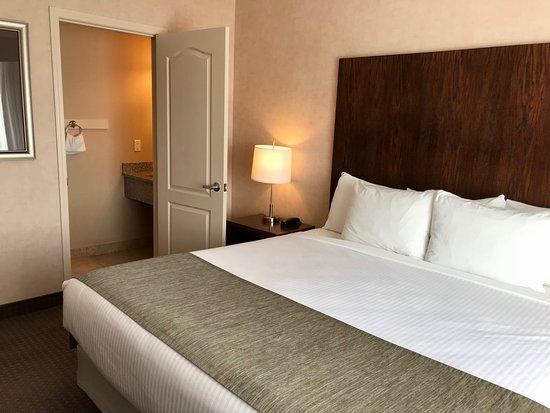 Cranbrook, Canada: En suite with king bed in 1 bedroom suite