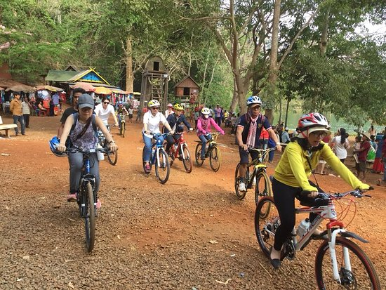 Banlung, Campuchia: Cycling many destinations with our mountain bikes