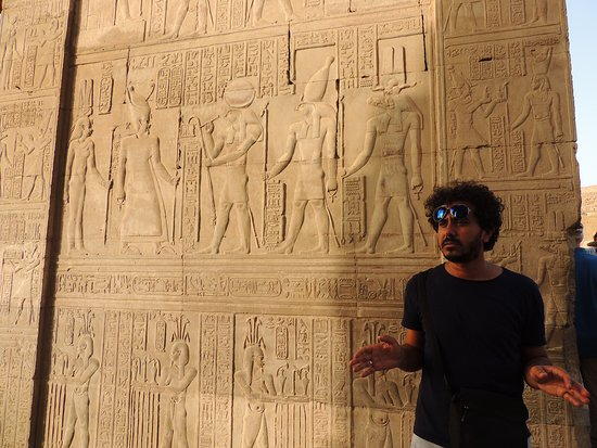 On The Go Tours: Momo spreading his wisdom at Kom Ombo