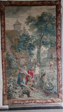 Rigny-Usse, France: had several nice tapestrys