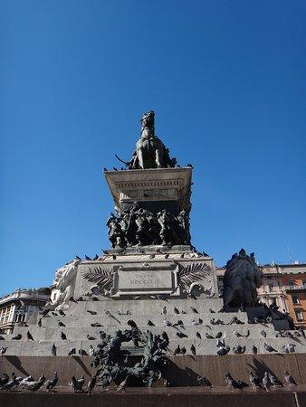 Monumento a Vittorio Emanuele II: The statue.