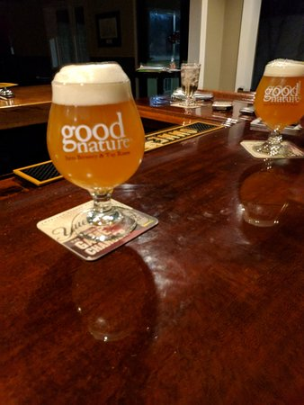 Sherburne, Nova York: Lewis' Restaurant craft beers served