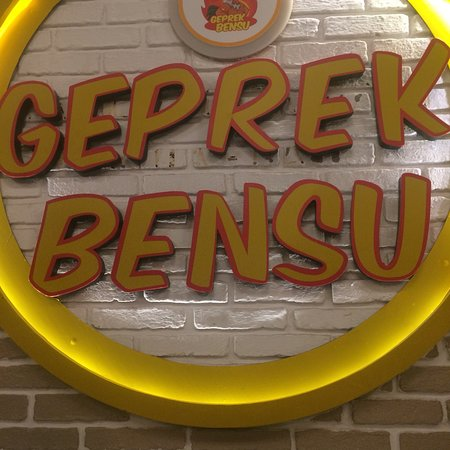 Geprek Bensu Kuta: Daftar harga menu di geprek bensu dan foto makananannya. Rasanya standar seperti geprek pada umu