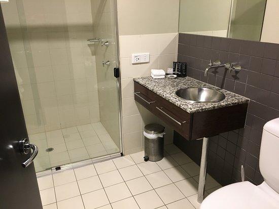 Mantra Hindmarsh Square Adelaide: bathroom