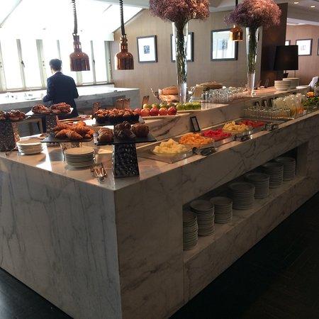 Hilton Singapore: Breakfast buffet in the executive Lounge