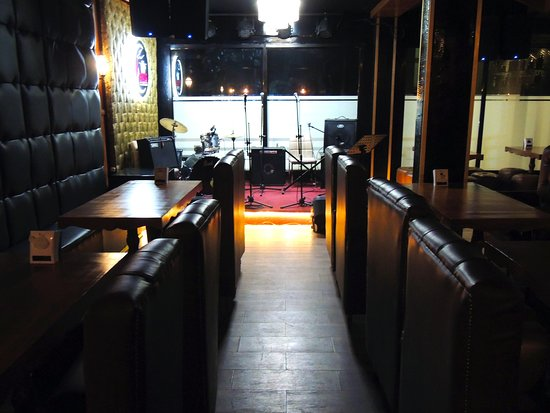 Top Brass Music Lounge and Food Club : Top Brass interior