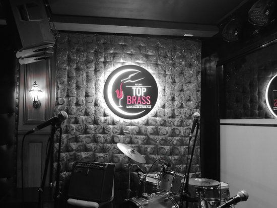 Top Brass Music Lounge and Food Club : Top Brass stage