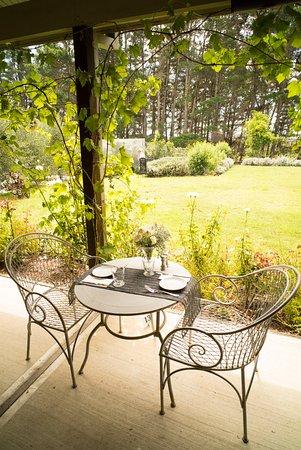 The Loch : Dining on the verandah