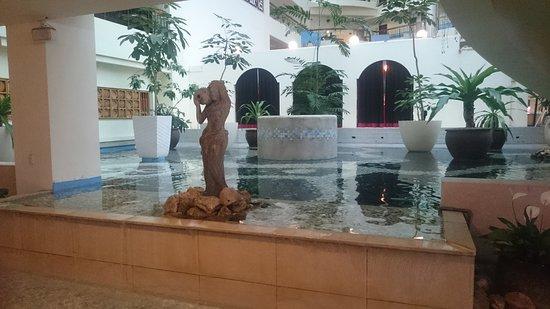 Howard Beach Resort Kenting: 餐廳門口
