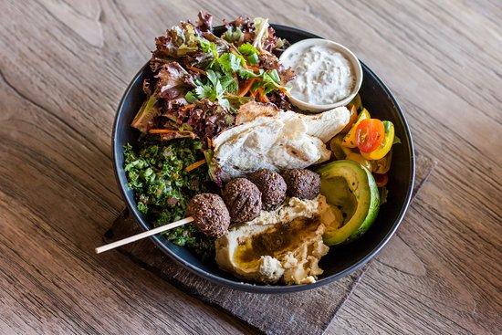Genius Cafe Gianyar: Falafels Bowl