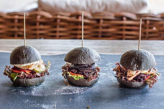 Genius Cafe Gianyar: Fish/ Chicken/ Mushroom Burger