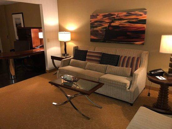 Minneapolis Marriott Northwest: Corner room is more quiet