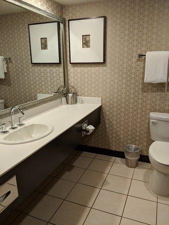 เอ็กซ์คาลิเบอร์: Bathroom was adequate