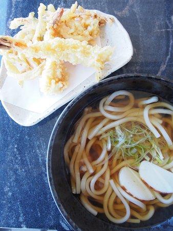 天ぷらうどん (Hot Udon with Tempura)