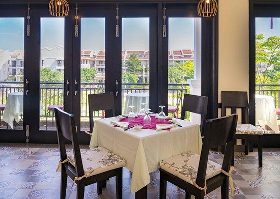 Hoian Golden Kitchen: table set up