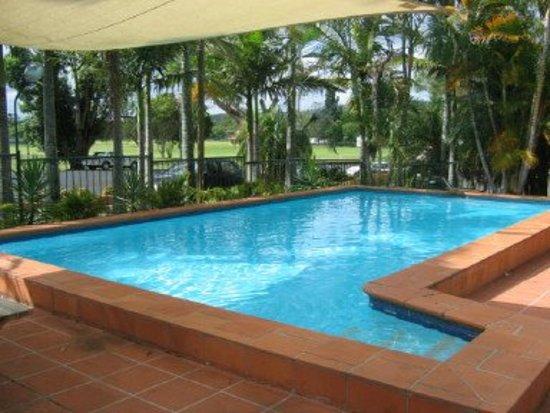 Dawson Motor Inn: Take a dip at our outdoor swimming pool.